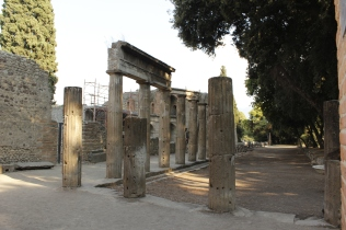 Italy Travel Tip | lan for Pompeii