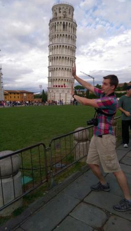 Italy Travel Tip | Be super touristy and take a photo of you holding up the tower