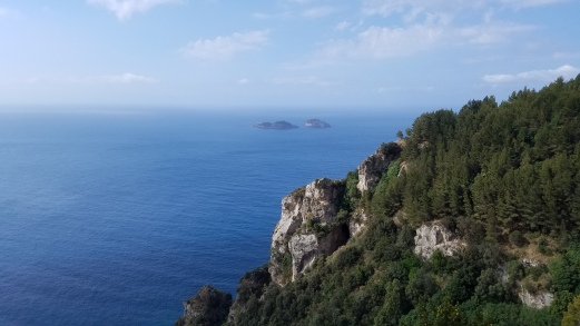 Italy Travel Tip | Hire a Private Guide to Drive You Along the Amalfi Coast | Beautiful Amalfi Coast cliffside