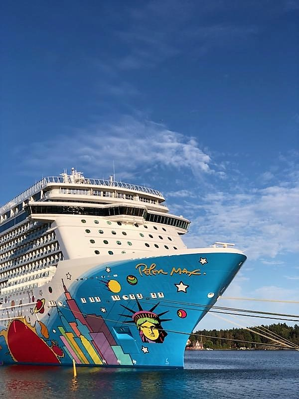 The Pros and Cons of a Norwegian Cruise